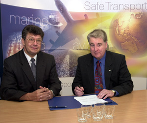 Mr Andre Kovtun, Deputy Head Mission, Minister Counsellor to the Committee of Independant States, and Mr Kym Bills, Executive Director of the ATSB, sign the Memorandum