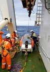Fugro Discovery personnel prepare to secure the Dragon Prince deep tow fish to deck. Source: ATSB, photo by ABIS Chris Beerens, RAN.