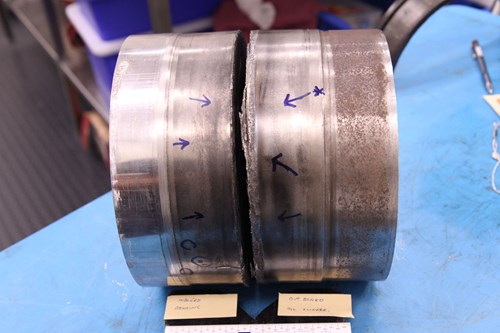 The fractured axle S/N 881228: low speed bearing (left axle segment) and oil flinger (right axle segment)