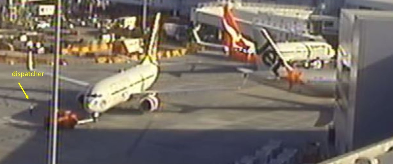 Figure 4: Screenshot of YID during pushback, 5 seconds before the collision with VGR and showing the position of the tug and the dispatcher