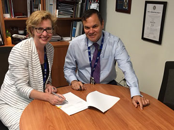 Department of Infrastructure Deputy Secretary Pip Spence and ATSB Chief Commissioner Greg Hood renew an Agency Arrangement