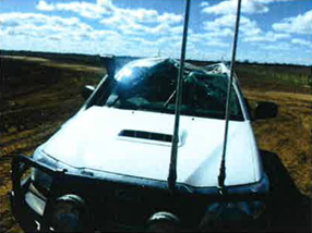 Rear and front views showing damage to the Hilux headboard following a collision with an Air Tractor AT 502B near Hay, NSW on 17 September 2015. Source: Agricultural company.