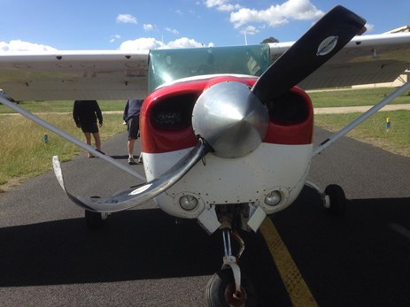 Figure 1: VH-JXX showing damage to the propeller and nose landing gear