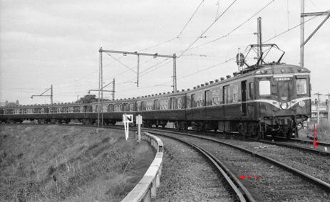 Figure 29: Historical use of check rails on Rushall curve c1965. The red arrows show check rails on both Up and Down tracks. The left-hand track in this image is the derailment curve.