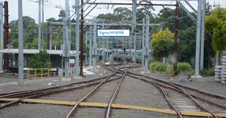 Figure 2: View from train driver's cab to signal HY4FRB at HMC. Photograph of the tracks. Annotation highlights the location of Signal HY4FRB. Source: ATSB