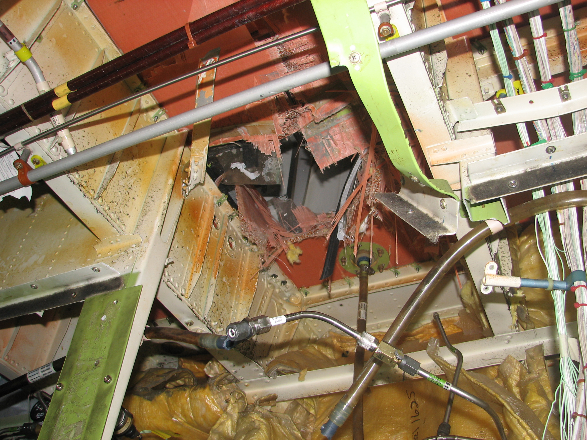 Investigation: AO-2008-053 - Oxygen cylinder failure and