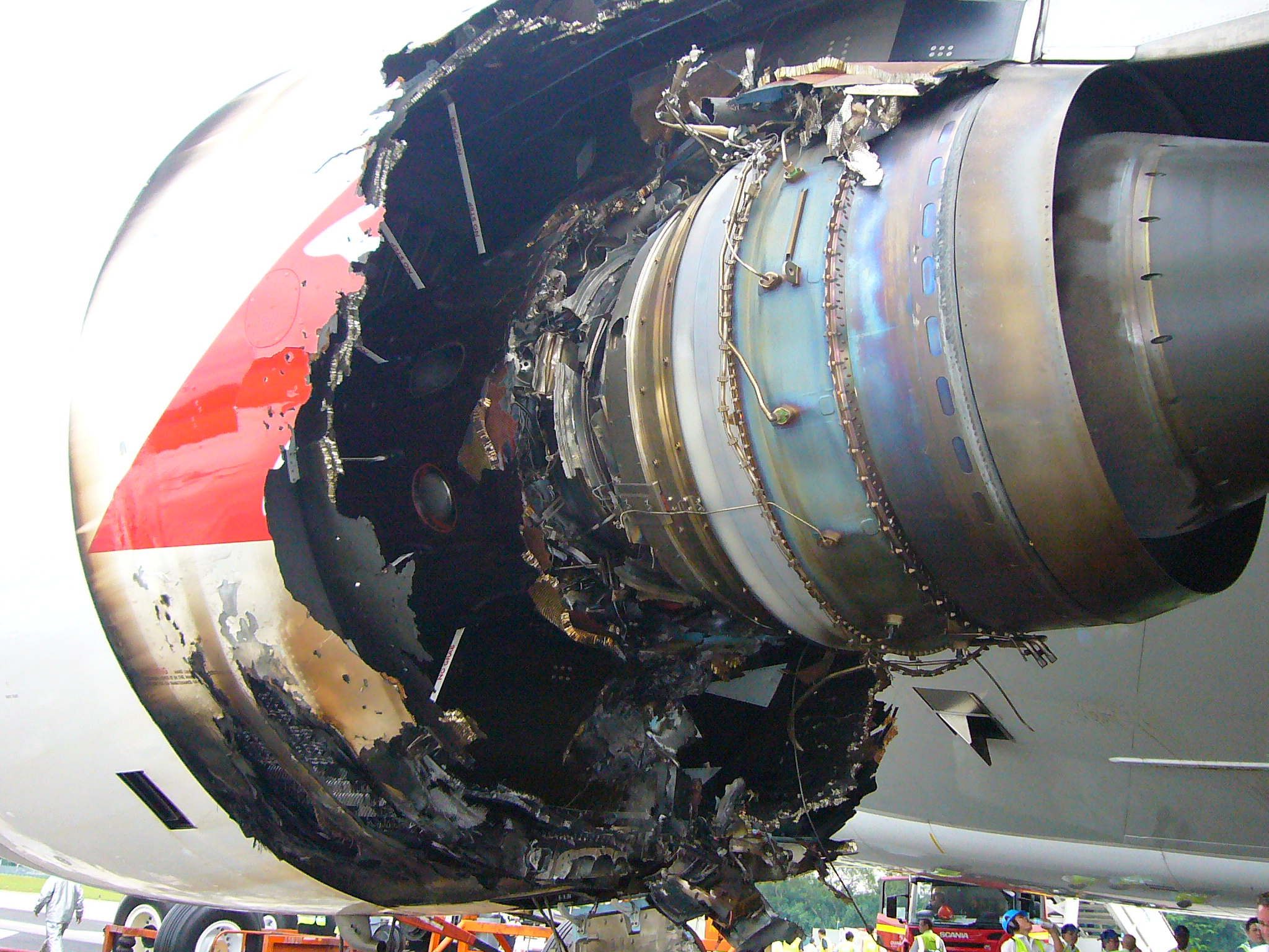 Investigation: AO-2010-089 - In-flight uncontained engine ...