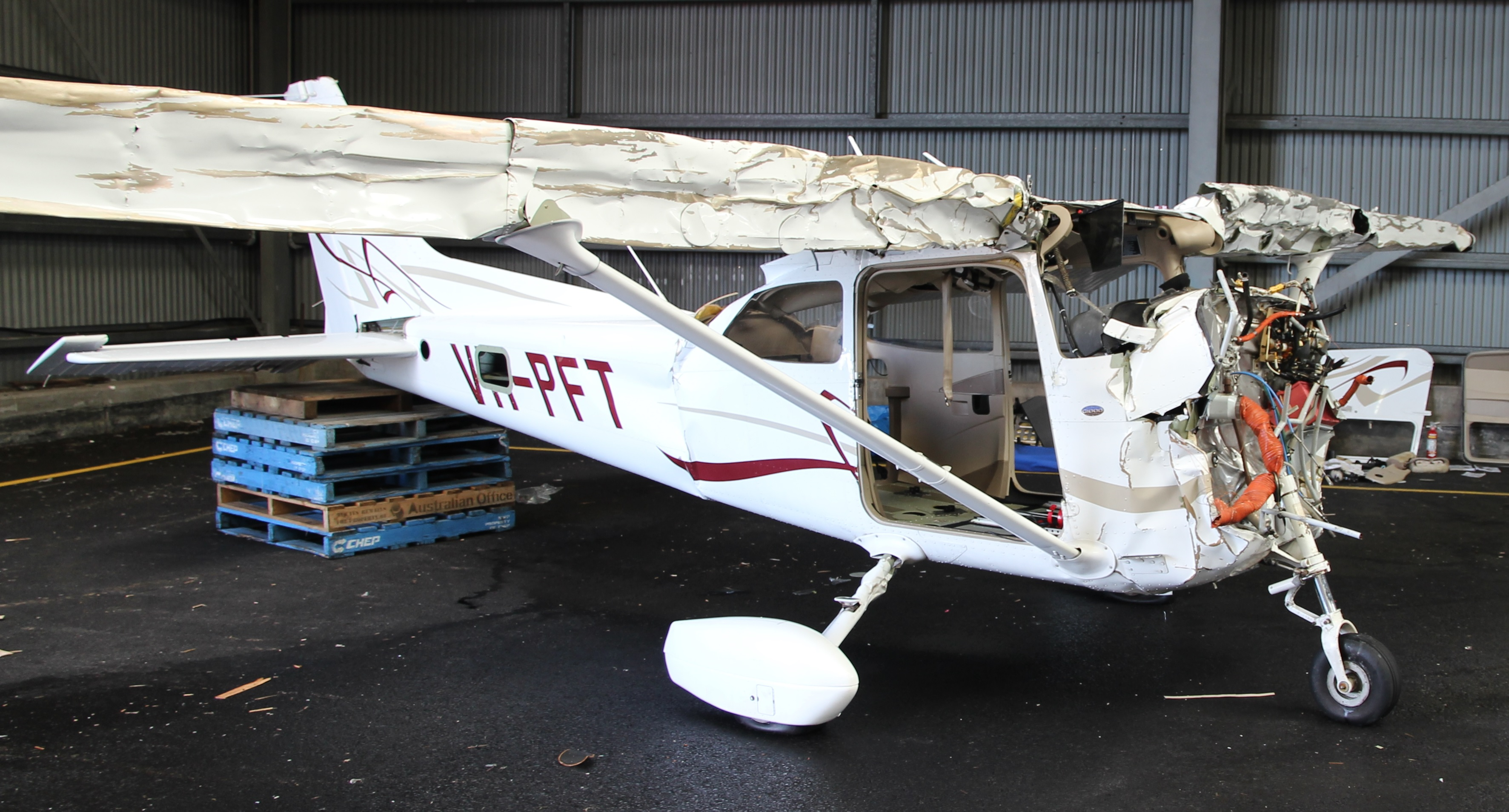 Investigation Ao 2014 192 Collision With Terrain Cessna 172 Vh 152 Navigation Light Wiring Diagram Figure 6 Aircraft Wreckage After Recovery