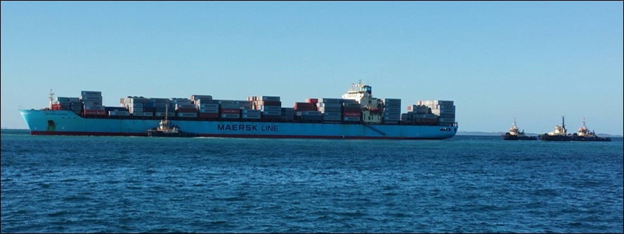 Figure 1: Maersk Garonne aground and being assisted by tugs