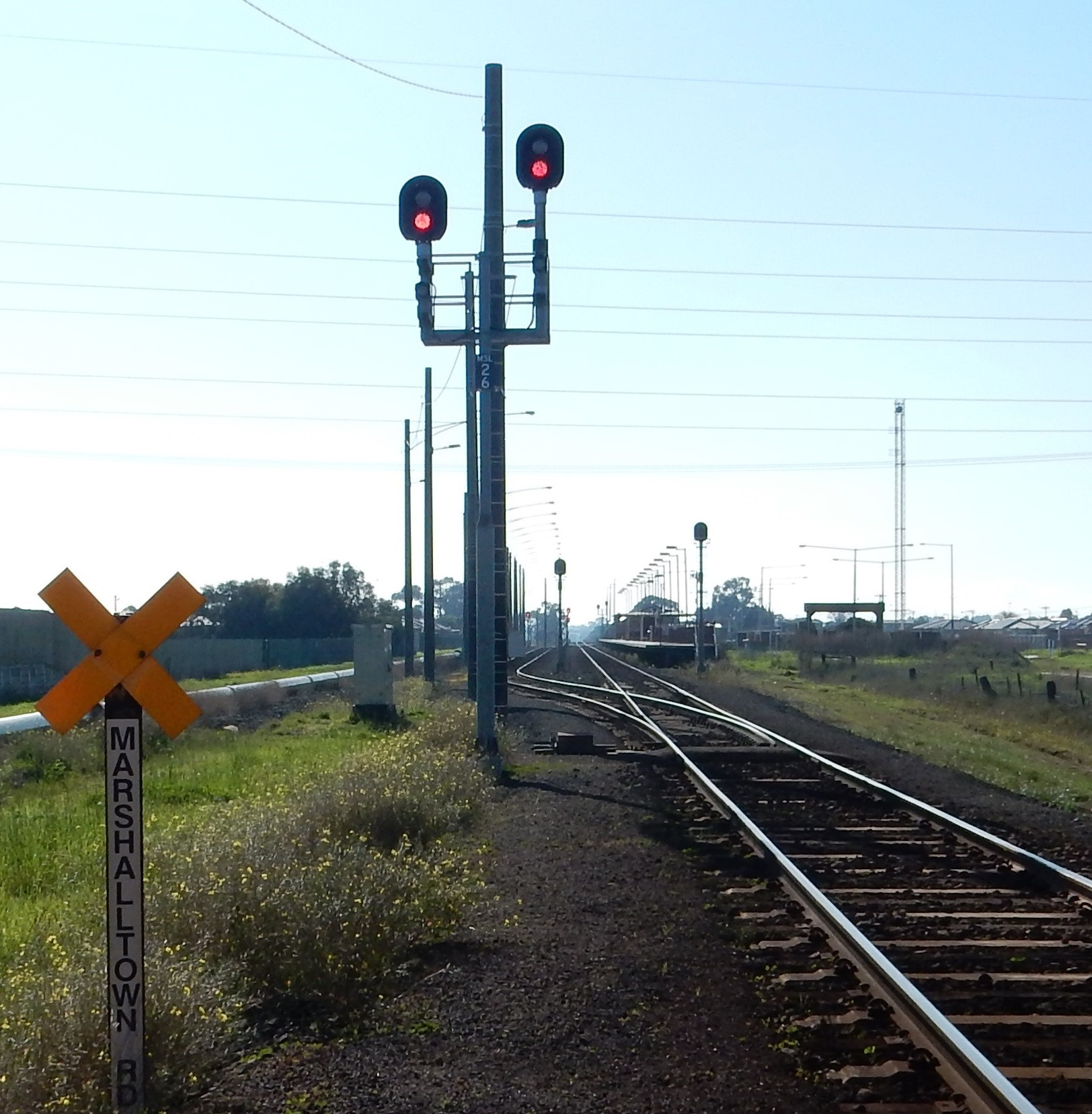 Figure 10: Multiple route two-position signal MSL26, with two light signals.