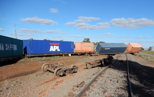 Figure 4: Disarranged wagons separated bogies and damaged track