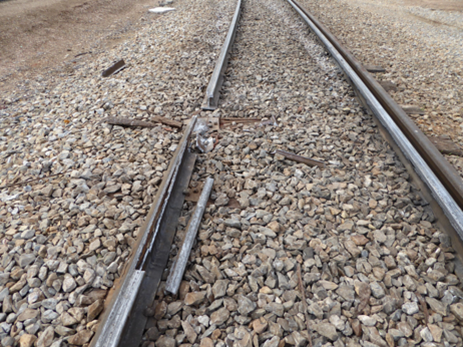 Fractured rail section in lower rail of curve. Source:  ATSB